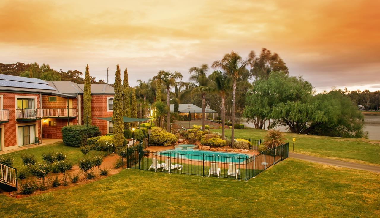 Clare Country Club - Accommodation Redcliffe