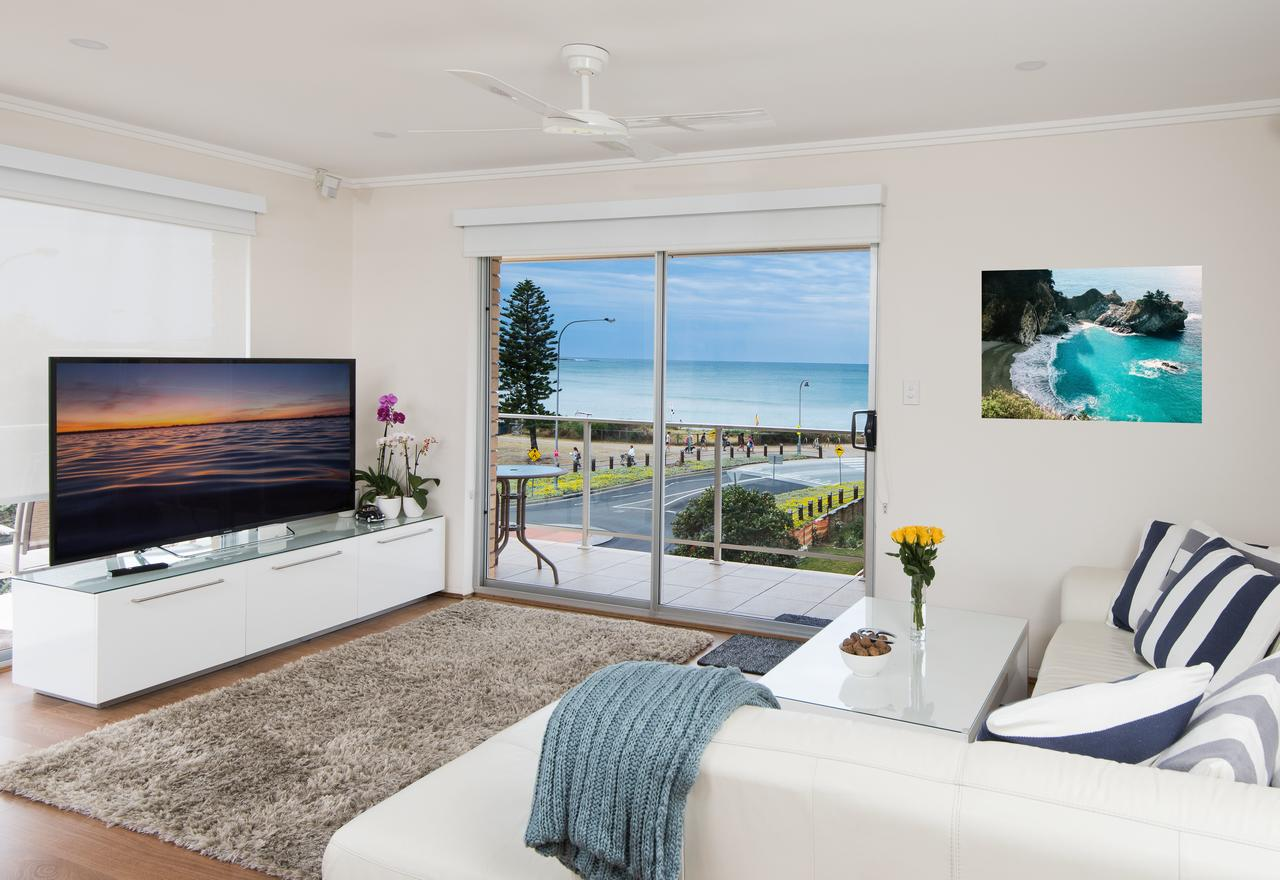Stylish 3 Bedroom Beachview Apartment - Accommodation Redcliffe