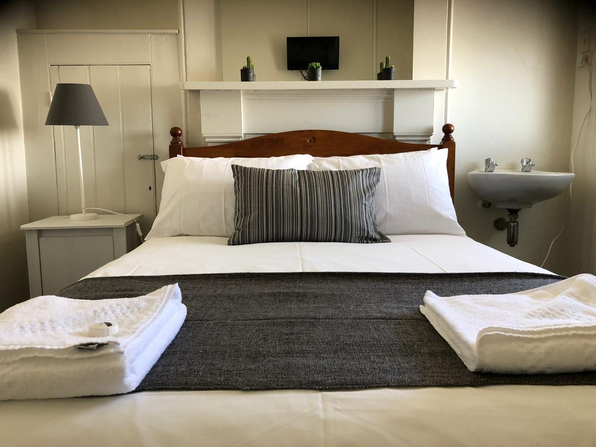 Cornwall Hotel - Accommodation Redcliffe