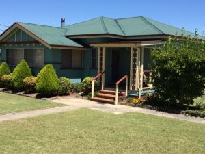 FROGGIES HOLIDAY HOUSE - Accommodation Redcliffe
