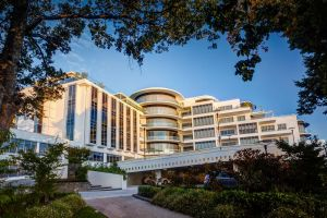 Mantra Charles Hotel - Accommodation Redcliffe