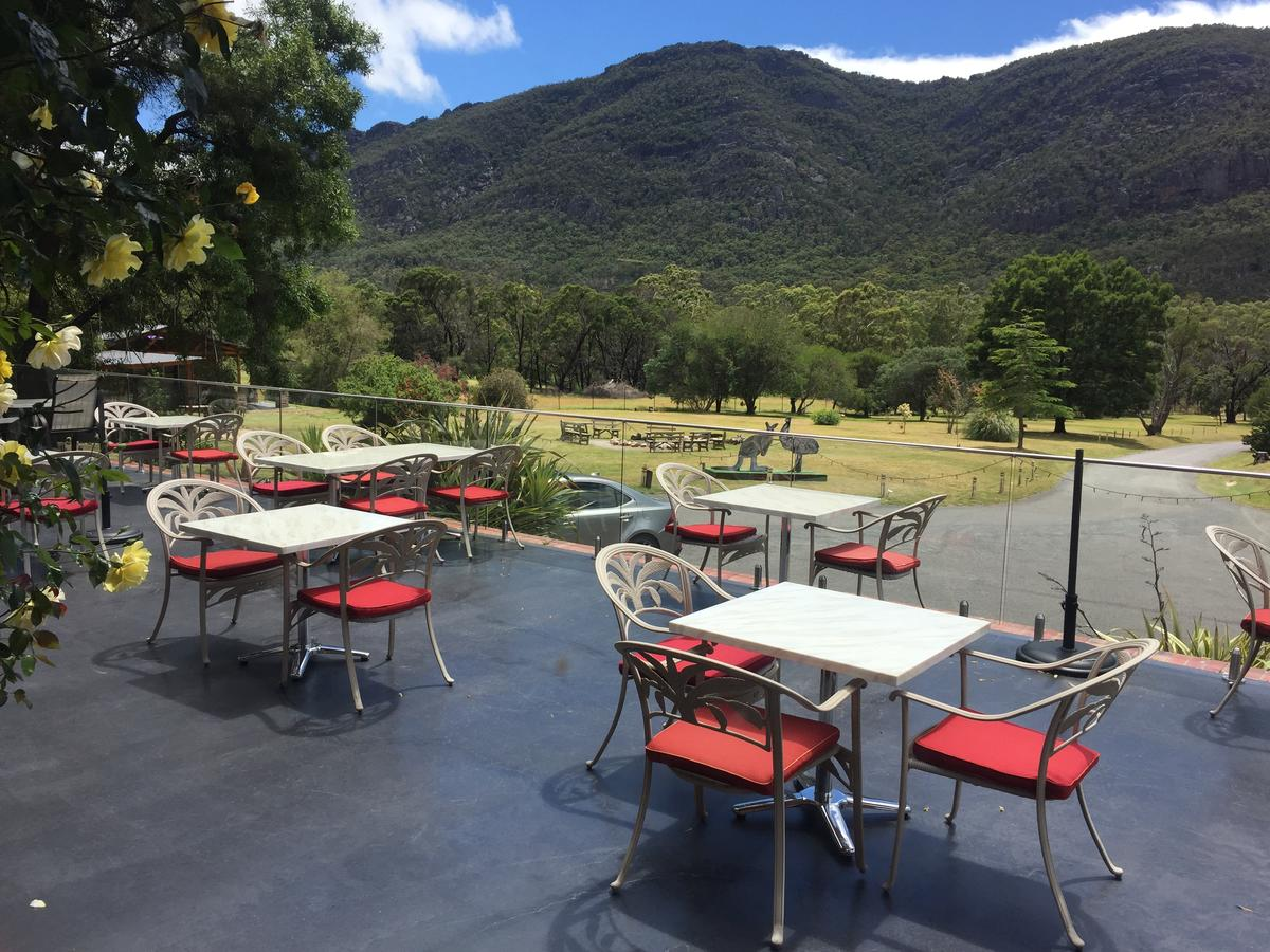 The Grampians Motel and The Views Bar  Restaurant - Accommodation Redcliffe