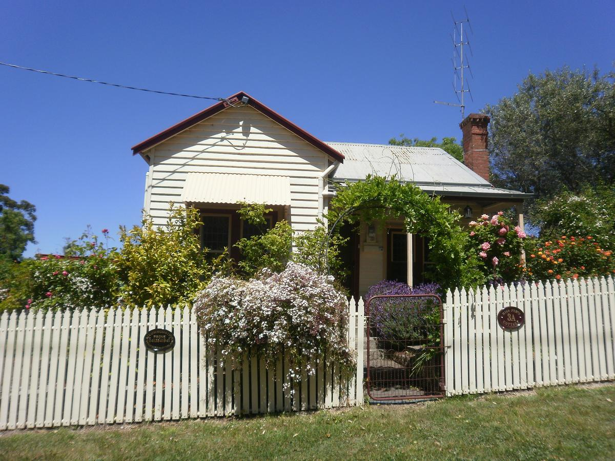 Miss Pym's Cottage - Accommodation Redcliffe