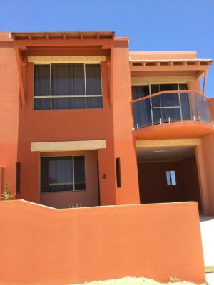 Tuscany Townhouse 3-4 - Accommodation Redcliffe