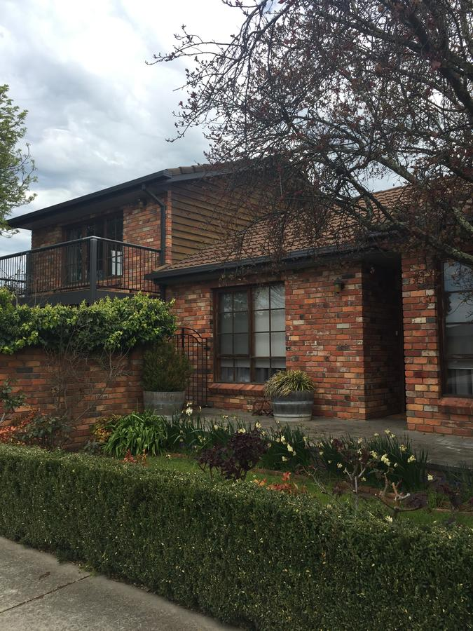 Bricks and Roses - Accommodation Redcliffe