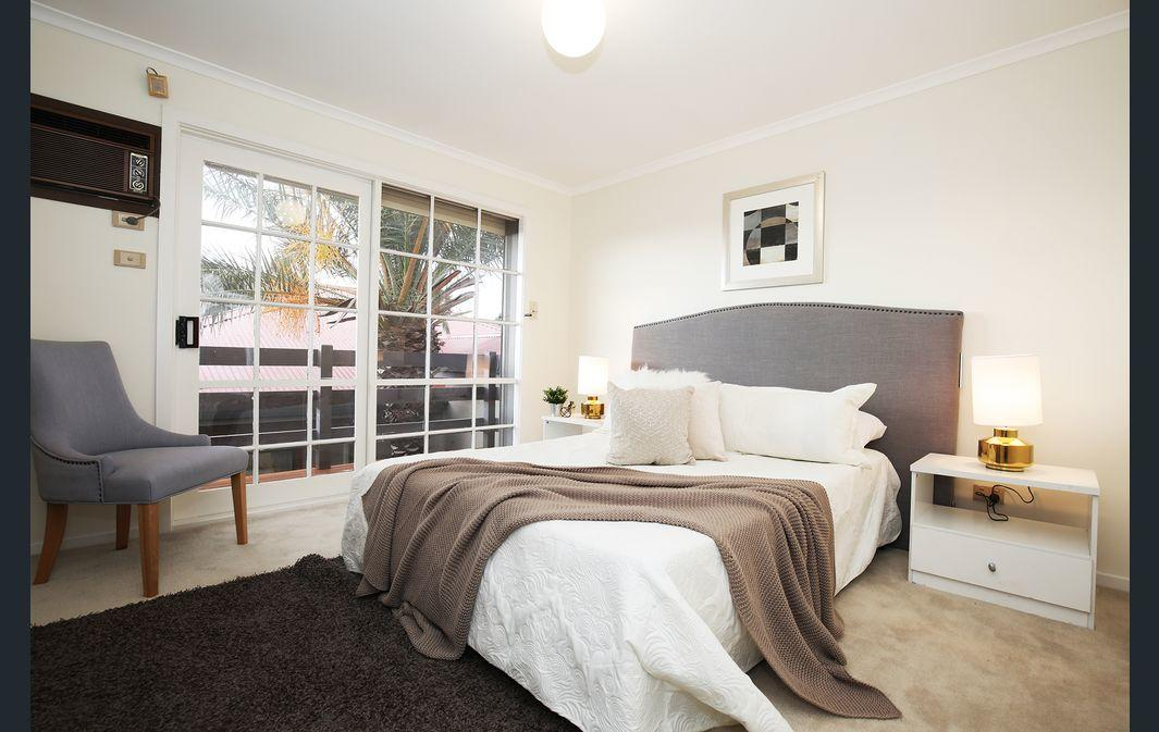 The Gallery Hours - Accommodation Redcliffe