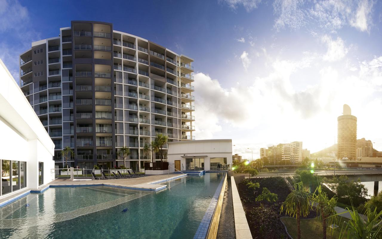 Oaks Gateway Suites - Accommodation Redcliffe