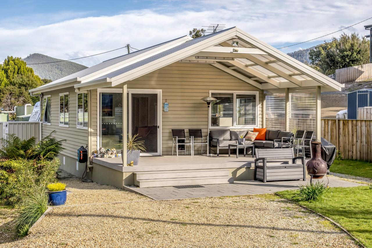 Adventure Bay Holiday Home - Accommodation Redcliffe